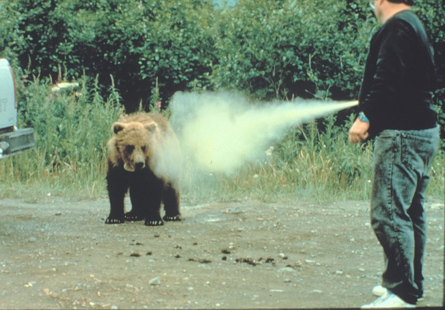 BEAR-SPRAY-VS-PEPPER-SPRAY-DIFFERENCE1
