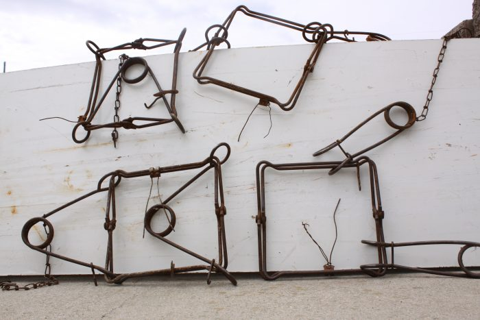 330-body-grippers-in-various-stages-of-disrepair-walrath-2015-photo-2